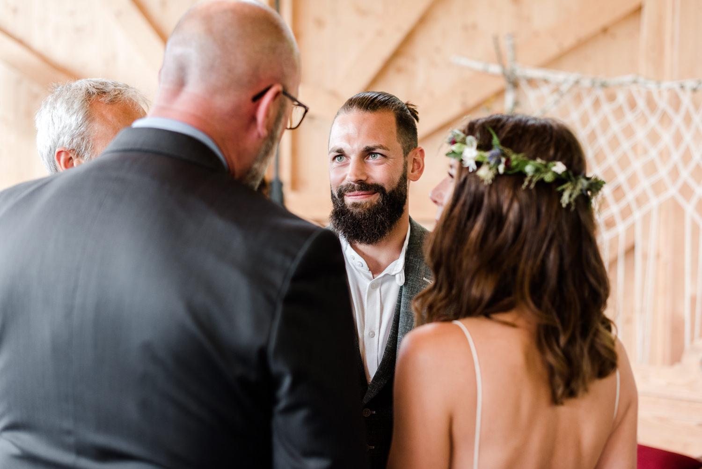 Freie Trauung am Grandsberger Hof, festgehalten von Hochzeitsfotografin Veronika Anna Fotografie