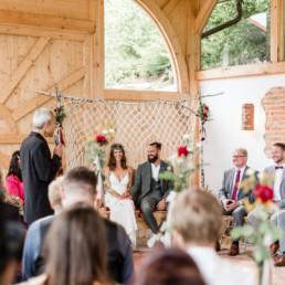 Natürliche Hochzeitsfotos von Veronika Anna Fotografie, Deggendorf, hier am Grandsberger Hof.