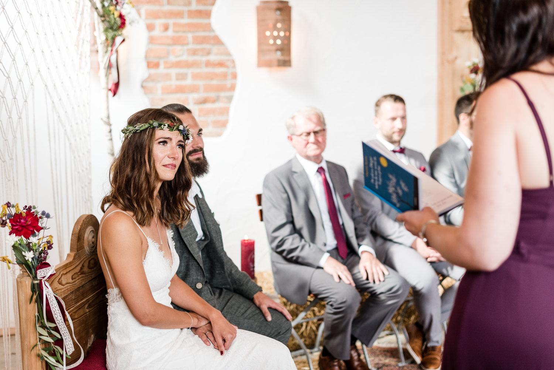 Emotionale Momente bei moderner Hochzeit am Grandsberger Hoch, von Hochzeitsfotografin Veronika Anna Fotografie