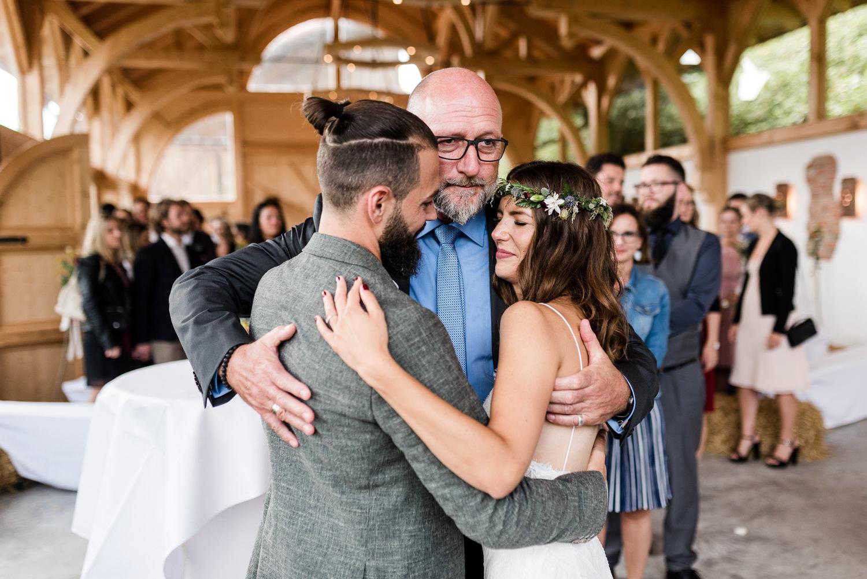 Glückwünsche dem Brautpaar bei Hochzeit am Grandsberger Hof, bayerischer Wald