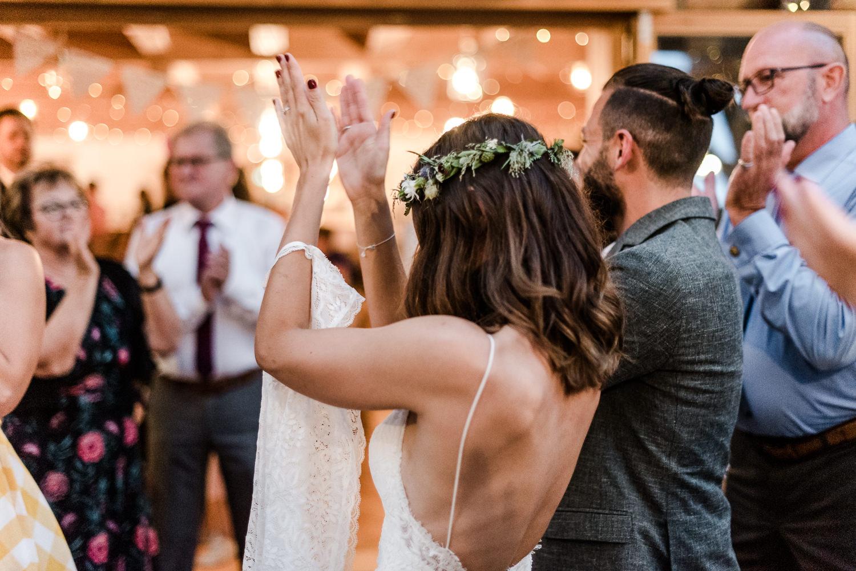 Partystimmung am Grandsberger Hof, bayerischer Wald mit Hochzeitsfotografin Veronika Anna Fotografie.