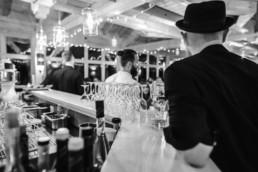 Sektgläser stehen bereit, am Grandsberger Hof für Hochzeit aus Straubing und Ungebung