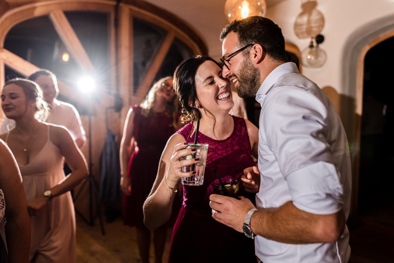 Hochzeitsparty am Grandsberger Hof mit Hochzeitsfotografin Veronika Anna Fotografie