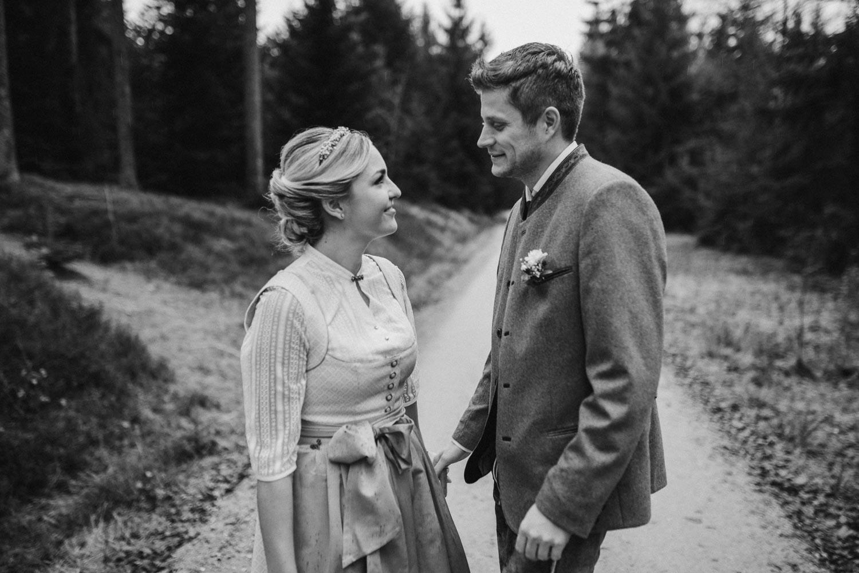Hochzeitsfotograf Deggendorf, Veronika Anna Fotografie hat dieses Brautpaar nach dem Standeamt im bayerischen Wald an der Rusel fotografiert