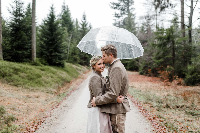 Brautpaarshooting im bayerischen Wald, Regenhochzeit mit Standesamt in Deggendorf