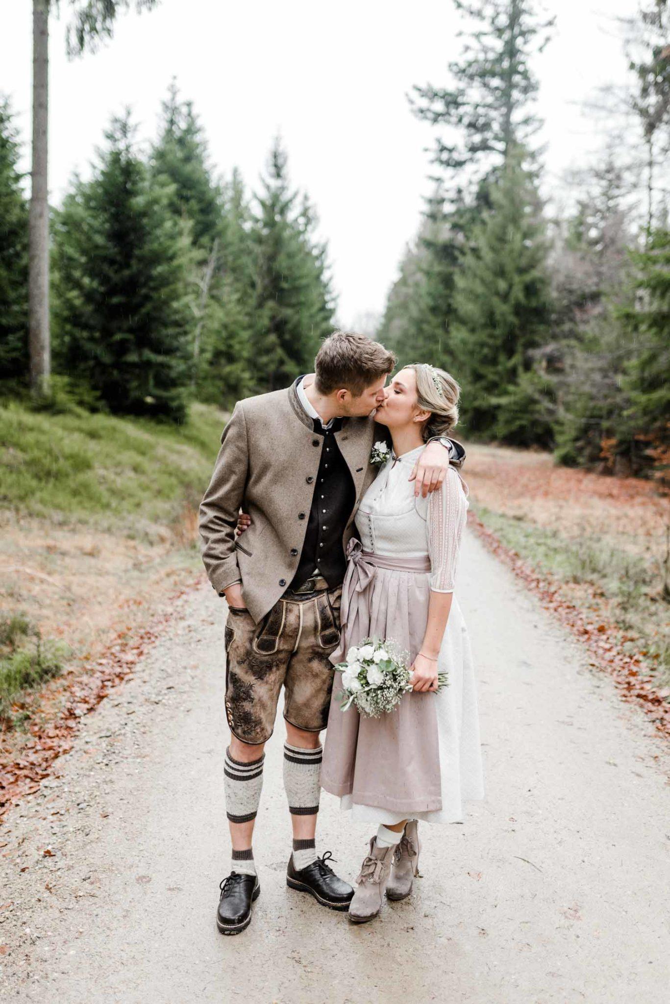 Shooting zur standesamtlichen Hochzeit im bayerischen Wald, natürliche Hochzeitsfotografie von Veronika Anna Fotografie