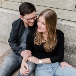 Paarfotos vor den Pinakotheken beim Paarshooting München mit Hochzeitsfotografin Veronika Anna Fotografie