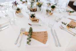 Schlichtes Table-Setup bei Hochzeit in Oberösterreich am Irghof Obernberg