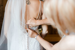 Getting Ready der Braut am Hochzeitsmorgen, fotografiert von Veronika Anna Fotografie Hochzeitsfotografin Passau