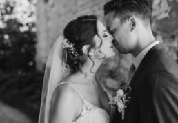 Braut und Bräutigam, fotografiert von Veronika Anna Fotografie bei nachhaltiger Hochzeit in Oberösterreich