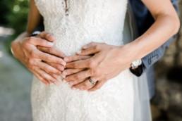 Nahaufnahme vom Brautpaar-Shooting, natürliche Hochzeitsfotos von Hochzeitsfotografin Veronika Anna Fotografie aus Oberösterreich.