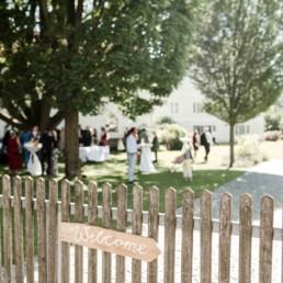 Welcome Schild gemietet beim Dekoverleih mit Herz, nachhaltige Hocheitsdekoration fotografiert von Veronika Anna Fotografie Hochzeitsfotograf Passau