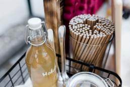 Selbstbedienung an der Bar für die Gäste bei nachhaltiger Hochzeit in Oberösterreich