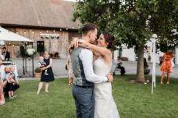 Natürliche Hochzeitsfotos für Hochzeiten in Bayern von Veronika Anna Fotografie Passau