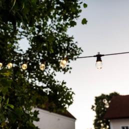 Gemietete Hochzeitsdekoration bei nachhaltiger Hochzeit in Oberösterreich mit Hochzeitsfotografin Veronika Anna Fotografie aus Bayern.