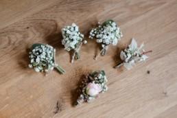 Anstecker für die Hochzeit im bayerischen Wald, fotografiert von Veronika Anna Fotografie Deggendorf