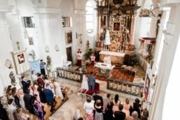 Kirche zum Zeitpunkt der Trauung in Deggendorf, Heiraten im bayerischen Wald mit Hochzeitsfotografin Veronika Anna Fotografie