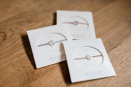Arrmbänder als Geschenk für die Freundinnen der Braut, Heiraten im bayerischen Wald, Foto Veronika Anna Fotografie