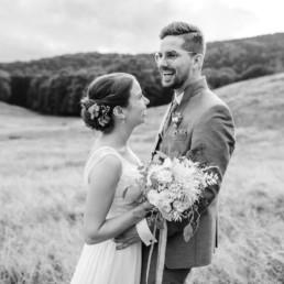 Romantische Hochzeitsfotos natürlich fotografiert von Veronika Anna Fotografie bayerischer Wald