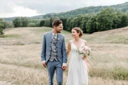 Paarshooting zur Hochzeit am Wildberghof Buchet, aufgenommen im bayerischen Wald von Veronika Anna Fotografie Deggendorf