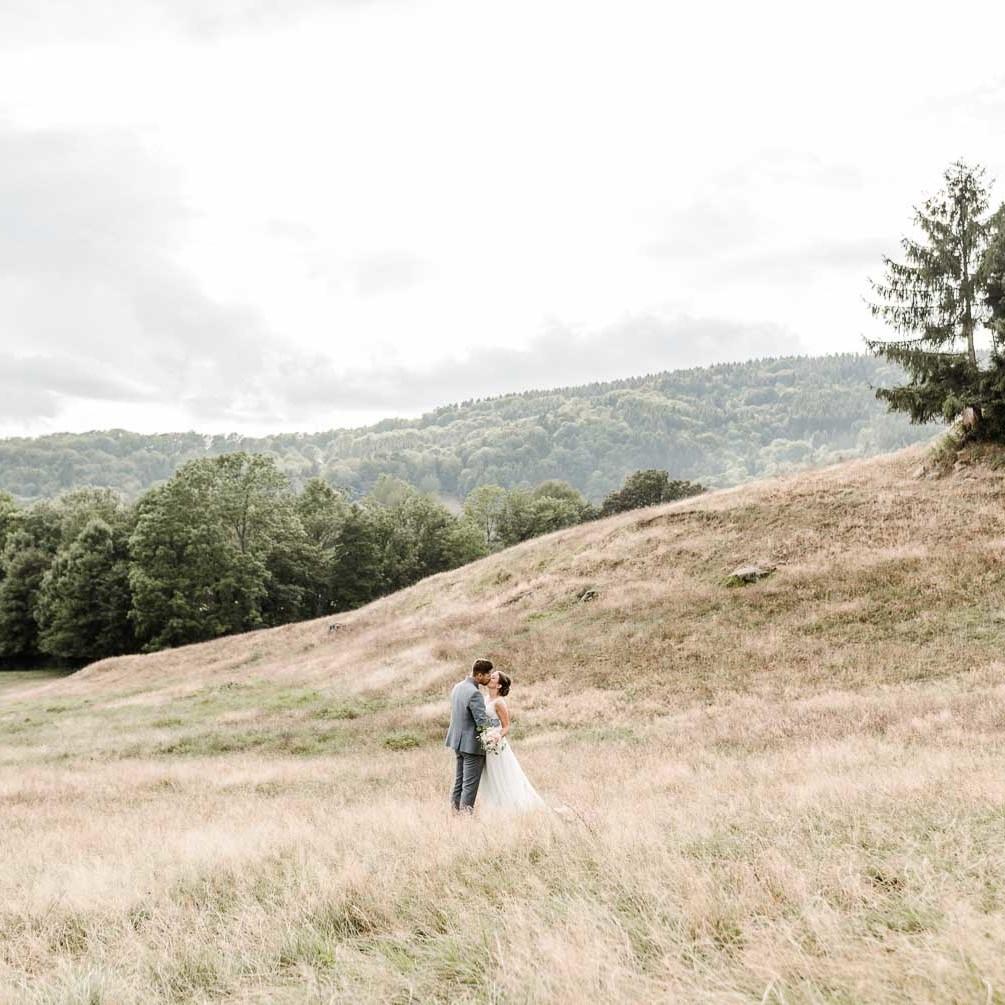 Wunderschönes Paarshooting im bayerischen Wald von Veronika Anna Fotografie für natürliche Hochzeitsfotos Deggendorf