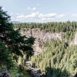 Canyon mit Fluss, fotografiert auf Reisen durch Kanada 2019 von Veronika Anna Fotografie