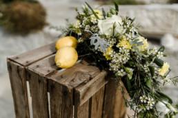 Hochzeitsdekoration bei einer freien Trauung.