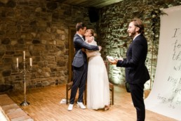 Brautpaar heiratet im Nothaft Gewölbe in Hengersberg.