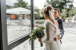 Brautpaar nach der Trauung im bayerischen Wald.