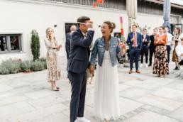 Brautpaar in der Location bei Ihrer Hochzeit