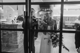 Brautpaar in der Location.
