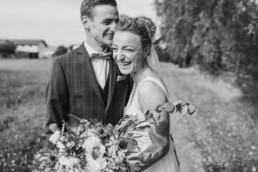 Bei Deggendorf hatten das Brautpaar eine freie Trauung Bilder von Veronika Anna Fotografie