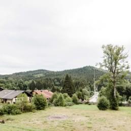 Natürliche Hochzeitslocation im bayerischen Wald umgeben von wunderschöner Natur fotografiert von Veronika Anna