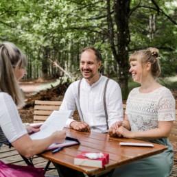 Elopement Hochzeit im Wald fotografiert von Veronika Anna Fotografie.