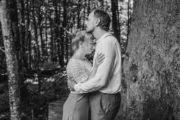 Brautpaar im bayerischen Wald im Standesamt Wildnis.