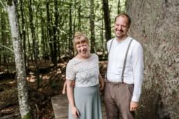 Im bayerischen Wald heiraten unter Bäume.
