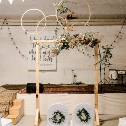 Hochzeitsdekoration vom Dekoverleih mit Herz im bayerischen Wald und Straubing Location für das Brautpaar fotografiert von Veronika Anna