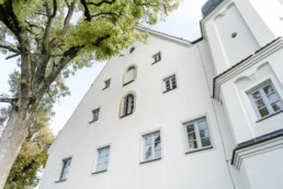 Das Schloss Maierhofen ist eine schöne und natürliche Hochzeitslocation für das Brautpaar im bayerischen Wald in der Nähe von Regensburg