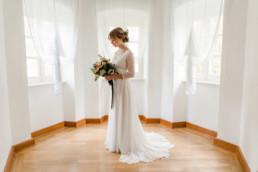 Natürliche Hochzeitsbilder von der Hochzeitsfotografin Veronika Anna Fotografin bei der Location Schloss Maierhofen