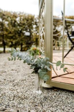 Hochzeitsdekoration im bayerischen Wald bei der Hochzeitslocation aufgenommen von der Fotografin Veronika Anna