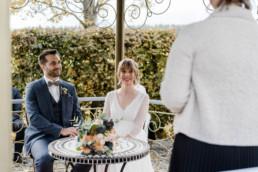 Natürliche Brautfotos von Veronika Anna Fotografie in der Hochzeitslocation Schloss Maierhofen