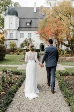Hochzeitspaar bei der Hochzeitlsocation in bayerischen Wald im Schloss Maierhofen von Veronika Anna