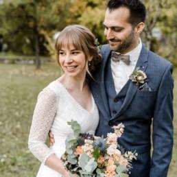 Natürliche Hochzeitsreportage vom Brautpaar im bayerischen Wald von Veronika Anna Fotografie