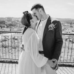 Schwarz-weiß Bild bei der Hochzeit im Oberhaus Passau von der Hochzeitsfotografin Veronika Anna in Bayern