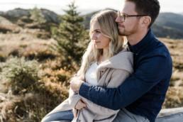 Natürliches Pärchen Shooting am Berg von der Hochzeitsfotografin Veronika Anna