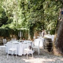 Idee für eine Corona Hochzeit mit Hochzeitsdekoration in der Location Schloss Egg im bayerischen Wald aufgenommen von Veronika Anna Fotografie