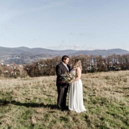 Natürliche Hochzeitsreportage trotz Corona im bayerischen Wald aufgenommen von der Hochzeitsfotografin Veronika Anna