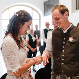 Standesamtliche Trauung trotz Corona im bayerischen Wald festgehalten von der Hochzeitsfotografin Veronika Anna Fotografie