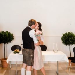 Trotz der Corona Pandemie hatte das Brautpaar eine wunderschöne Standesamt Hochzeit im bayerischen Wald von der Fotografin Veronika Anna Fotografie