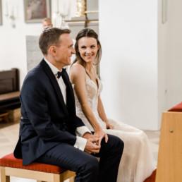 Corona Hochzeit in der Kirche im bayerischen Wald festgehalten von Veronika Anna Fotografie